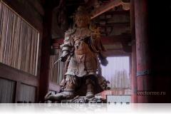 Статуя Короля-хранителя Юга Комоку